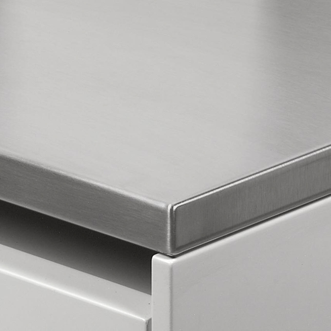 Thin worktop made of stainless steel