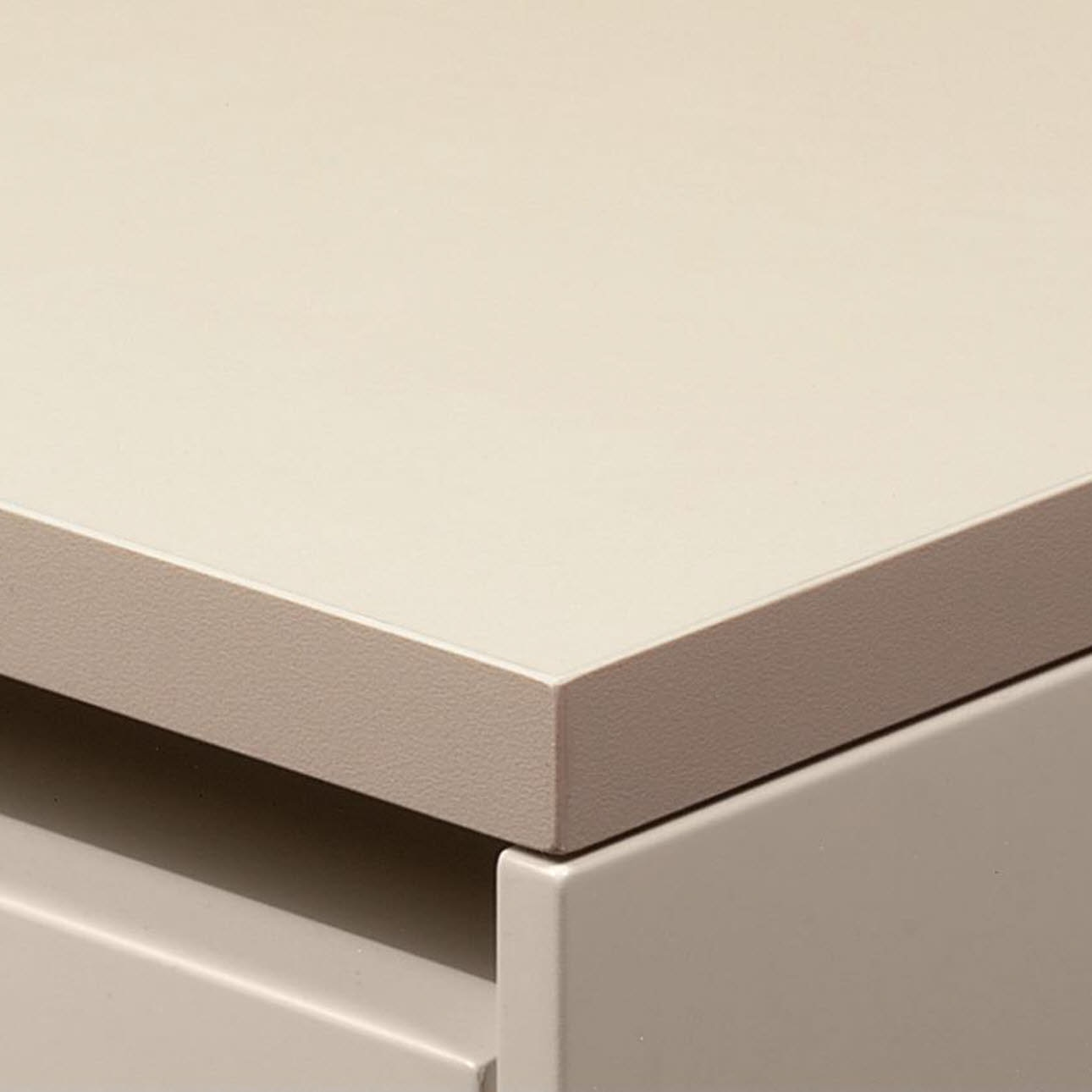 Thin worktop with plastic edge