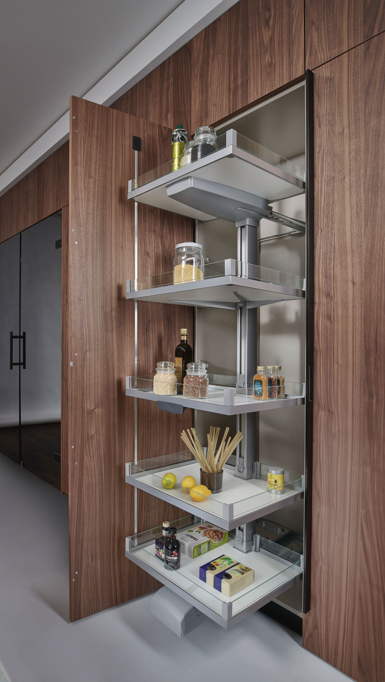 Pantry cabinet with Convoy-Lavido drawer
